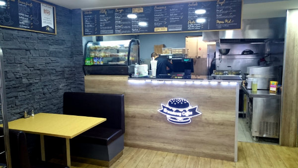 Salle Broadway Coffee Burgers Villemomble